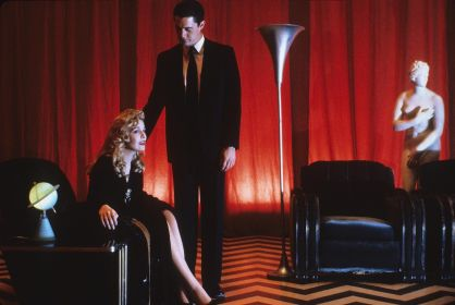 Twin Peaks - Fire Walk With Me (1992)   Pers: Sheryl Lee, Kyle Maclachlan, David Lynch, Kyle Maclachlan   Dir: David Lynch   Ref: TWI023AA   Photo Credit: [ The Kobal Collection / Lynch-Frost/Ciby 2000 ]   Editorial use only related to cinema, television and personalities. Not for cover use, advertising or fictional works without specific prior agreement