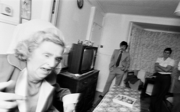 EMNR4Y Enfield Poltergeist. Goings on at the Hodgson household in Green Street, Enfield. A brick hits the wall near Mrs Hodgson. 5th September 1977.